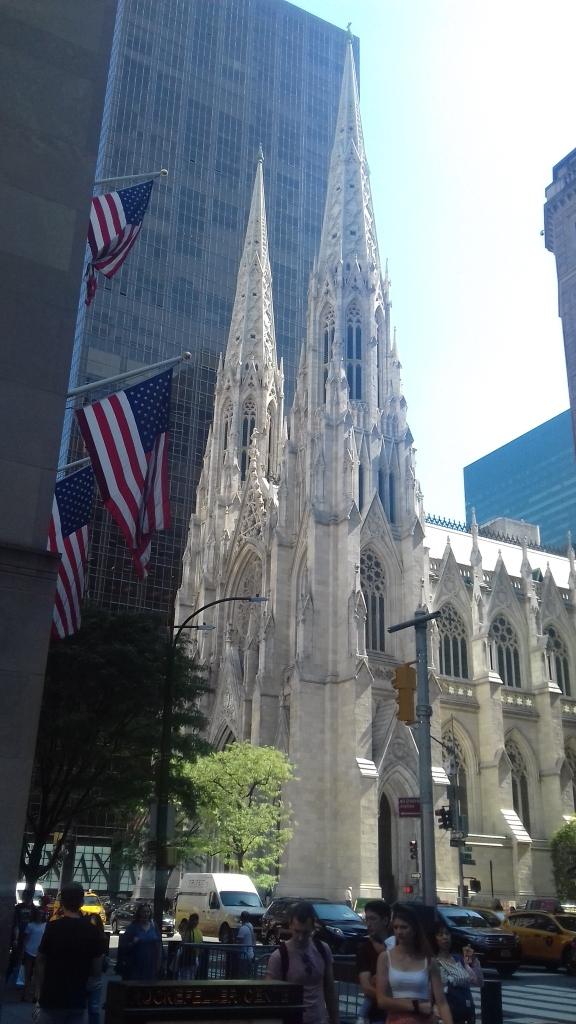 Bild zeigt St. Patricks Cathedral in der Fifth Avenue.